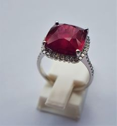 14kt White Gold Ring - with Diamonds and a Big, 7.60ct Deep Red Rubellite