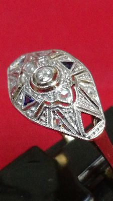 Exclusive ring in 18 kt bi-colour gold, diamonds and sapphires, size 14 (HK), low reserve