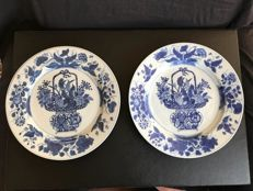Pair of blue-white porcelain plates - China - approx. 1700 (Kangxi period)