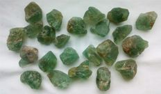 Lot with rough apatite pieces - 428,00 ct (23)
