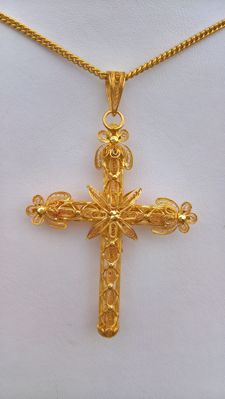 Gold 19.25 kt - Weight 8.35 g - Portuguese Filigree Cross, hand crafted