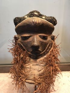 Very beautiful little MBUYA frontal mask in polychrome wood - PENDE - Former Belgian Congo