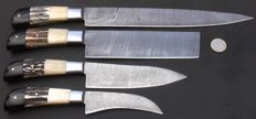 Set of four handmade Damask knives - 1 long / wide chef's knife, 1 cleaving chef's knife, 1 medium long chef's knife, 1 paring chef's knife - handle made of buffalo horn, antler of stag and camel bone - 200 + layers of damask steel.