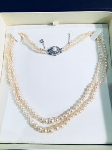 Necklace of 202 cultured 'AKOYA' pearls with 0.48 ct diamonds - 47 cm