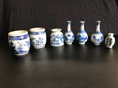 Lot of blue white small porcelain vases 18th century - China.
