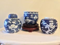 Lot of 3 Chinese porcelain - China - mid 20th century