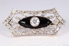 18kt gold & platina Art Deco brooch set with a center Diamond of ca. 0.50 ct.