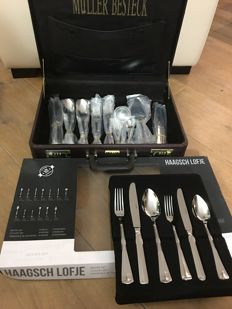 The royal and timeless cutlery 'Haags Lofje', in vintage case, unused stainless steel cutlery for 8 people in beautiful cutlery case with double forks, spoons and knives - 70 pieces