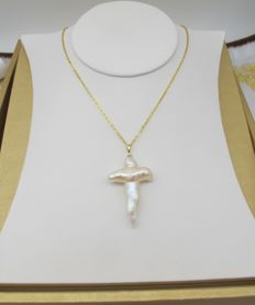 Natural cross fresh water pearl, 18K gold necklace. Pearl size: 42-27.3 mm.