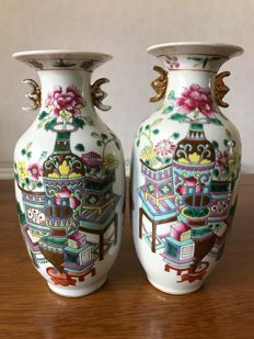 Two Chinese famille rose porcelain vases with maker name and seal mark - China - first half 20th century