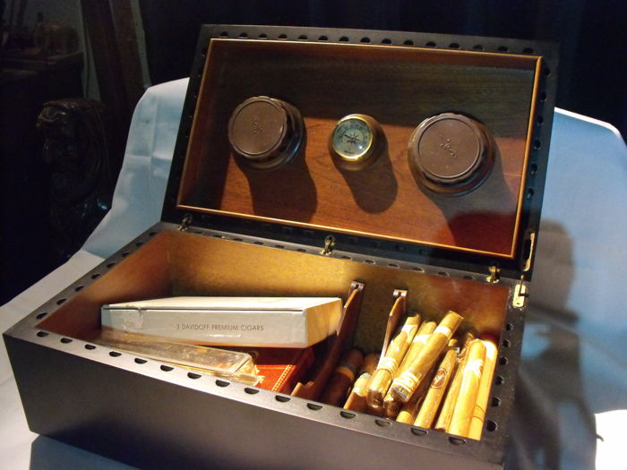 Savanelli humidor, filled with fine and exclusive  cigars-Cuba-Netherlands-Italy - Catawiki