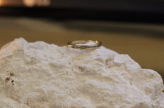 Wedding ring in 18 kt gold with 12 small diamonds 1mm/1mm, size 9.