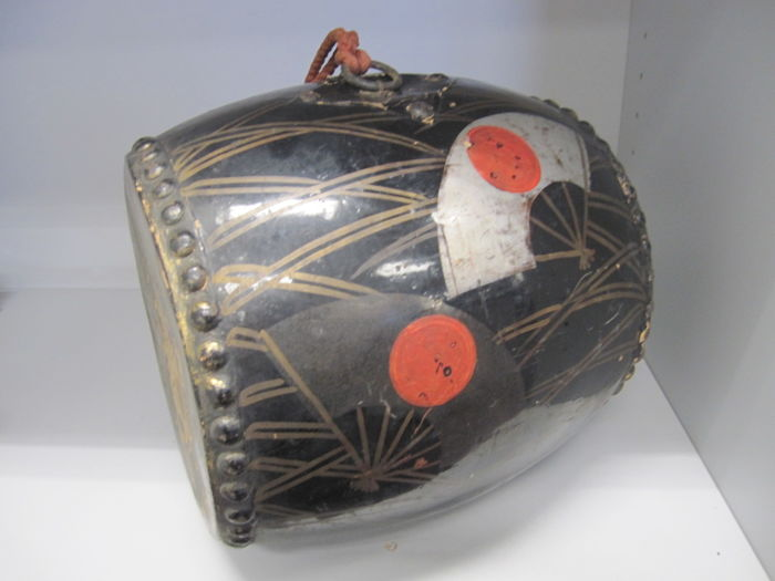 Nice large Nagado-daiko traditional drum with Gunsen war fan painting - Japan - early/mid 20th century