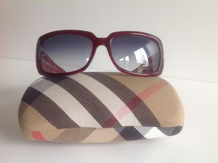 cde8ccec4f92b8 Burberry Sunglasses - Catawiki