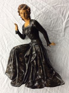E. Molins-Balleste (Attributed to) - Polychrome sculpture of a lady