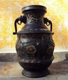Large cloisonnè vase (43 cm) with hallmark 百整  'Hyakusei'.  Solid bronze - Japan - Circa 1900 (Meiji era)