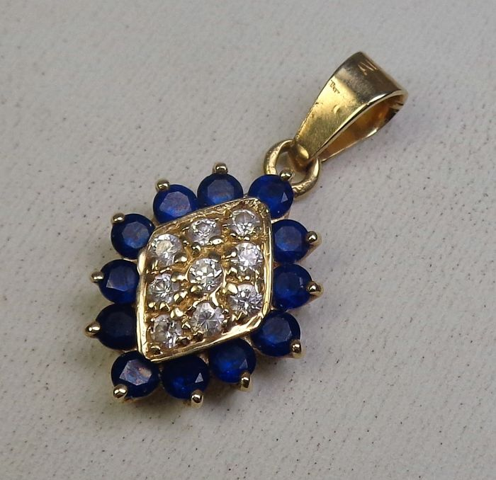 14 kt gold pendant set with blue and white Vernuill sapphires