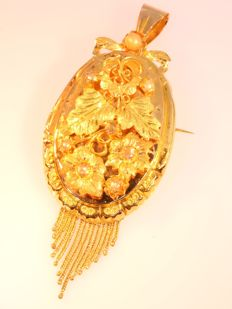 Large Gold Victorian Pendant (can be worn as brooch too) circa 1870