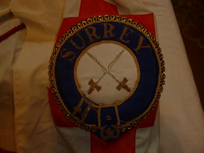Briefe Traduzione : Collection of masonic aprons sash cape with large brown
