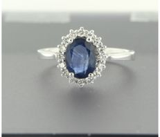 14k white gold entourage ring set with a sapphire at the centre and 14 brilliant cut diamonds total approx. 1.68 carat ***** NO RESERVE PRICE *****
