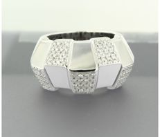 18 kt white gold ring set with 60 brilliant cut diamonds, approx. 0.70 carat in total, ring size 17.5 (55)