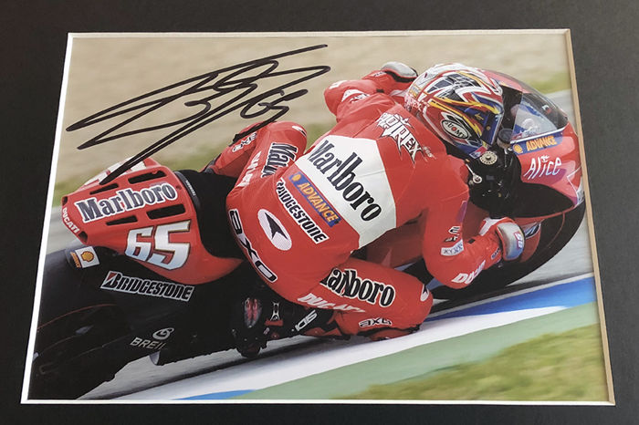 nice framed image personally signed by loris capirossi. Black Bedroom Furniture Sets. Home Design Ideas