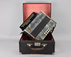 Hohner Club accordion model IV with Austria case, period 1920s