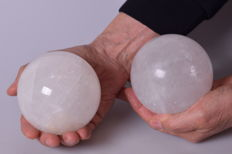 Two large calcite spheres with metal stand - 9 cm - 2.565 kg