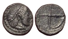 Greek Antiquity - Sicily, Syracuse, 2nd Democracy under Gelon or Hieron I c. 480-475 BC - AR Pentonkion-Obol (9/8mm; 0,61g.) - Head of Arethusa / Wheel - SNG ANS 118; SG 930