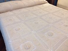 Florence Precious bedspread entirely handcrafted with the crochet technique - dimensions 300 x 270