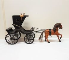 Kortrijk carriage with lanterns and a horse - 99 cm long