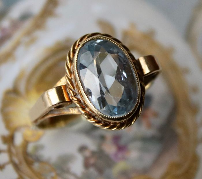 Approx. 3.05Ct. natural blue Aquamarine 14kt. gold handcrafted antique ring. Very good state.