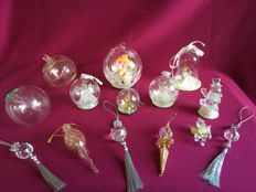 14 Piece lot transparent Christmas ornaments, 4 with coloured light.