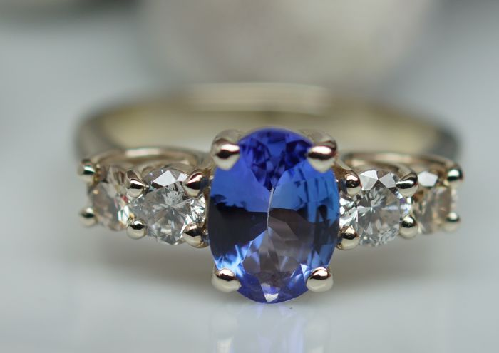 14 ct. Gold Ring - 4.46 gr. with  Natural Tanzanite - 1.16 ct. and Diamond 0.54 ct . total  , size 56 - IGE Certificate
