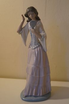 Large Nao figurine -  A girl with a mirror