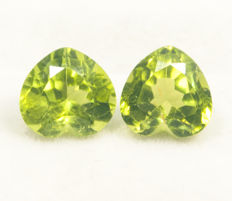 Peridot pair  – 5,83 ct  total, no reserve price