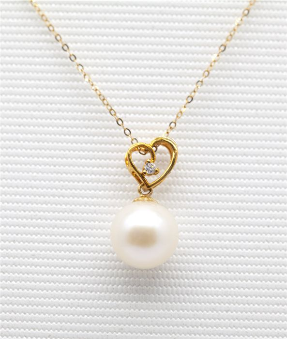 18 kt gold Nature freshwater pearl pendant with diamond, Size 45 cm Length