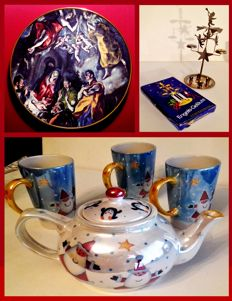 "Christmas Wall plate (El Greco: The shepherd's pilgrimage) - ""Engels-Gelaute"" decorative item - Set of a Τeapot and three big Cups with Santa & Penguins"
