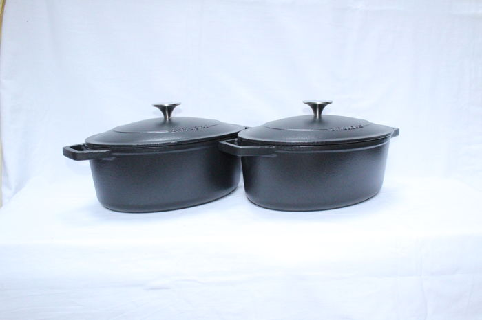 two oval casserole from cyril lignac new black 11 kg catawiki. Black Bedroom Furniture Sets. Home Design Ideas