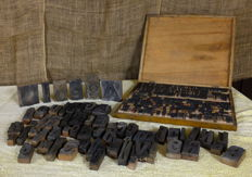 550 old wooden movable typefaces - Italy -and an original drawer - early 1900s
