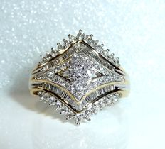 Opulent diamond ring 14 kt  with approx. 2.5 ct baguette and diamond cut diamonds size  66-67 / 21-21,3 mm