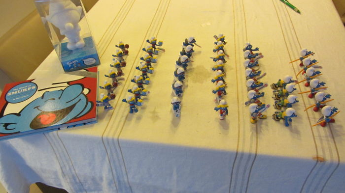 The Smurfs - lot of 43 figurines Smurf - Schleich + Moonlight 20 cm + Book
