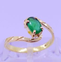 18 kt yellow gold ring with 0.50 ct emerald - inner measurement: 16 mm