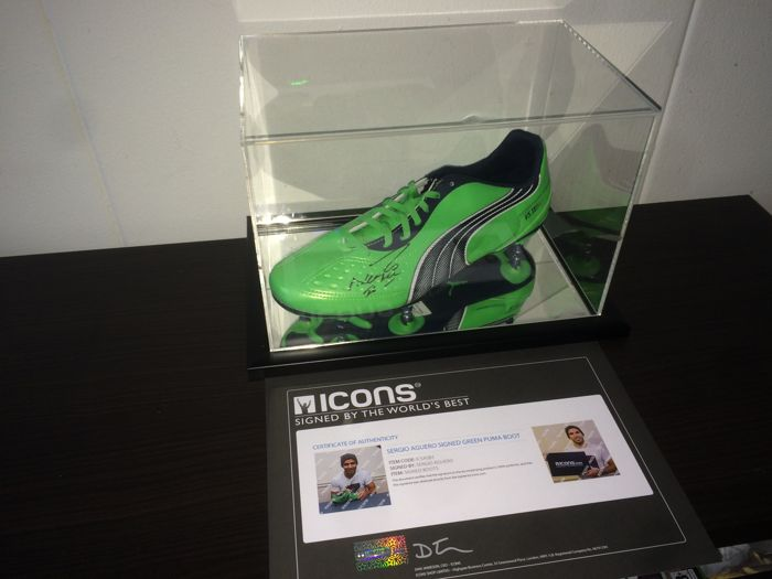 Sergio Kun Agüero - Hand Signed boot in Deluxe Mirror Effect Display Case + COA and Photoproof ICONS!