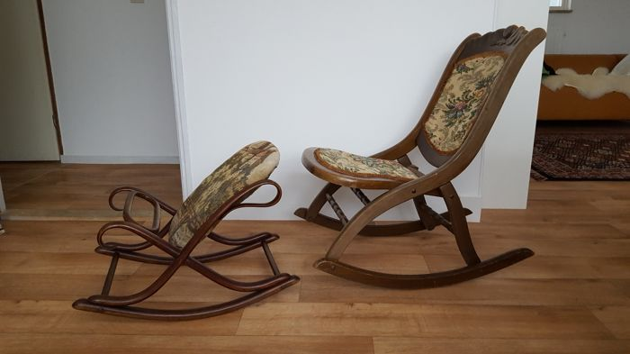 old knitting rocking chair with footrest and embroidery & old knitting rocking chair with footrest and embroidery - Catawiki