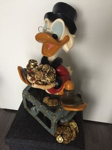Disney, Walt- Big Figurine with Original glasses - Uncle Scrooge on Treasury chest (ca 1970's-1980's)