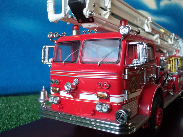 Franklin Mint - Scale 1/32 - Pierce Snorkel Fire Engine