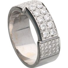 18 kt - White gold band ring by CASA GI, set with 50 round brilliant cut diamonds, 0.9 ct - Ring size: 18.25 mm