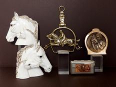 Five various horse items; porcelain bookends, wall hanger, vide poche and box