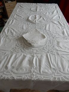 Beautiful and antique large rectangular tablecloth in white cotton - all in lace - 2.55 cm x 1.75 cm - 10 towels - 1980 - Italy